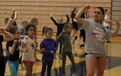 Junior Meredith Rosenberg teaches young dancers a routine.