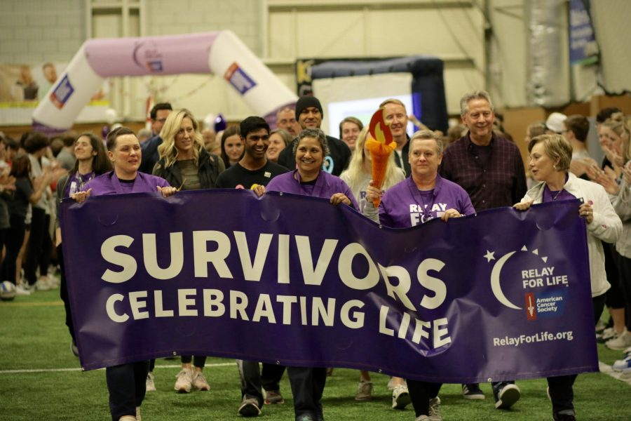 Survivors+celebrate+life+together+during+the+event%E2%80%99s+opening+lap.